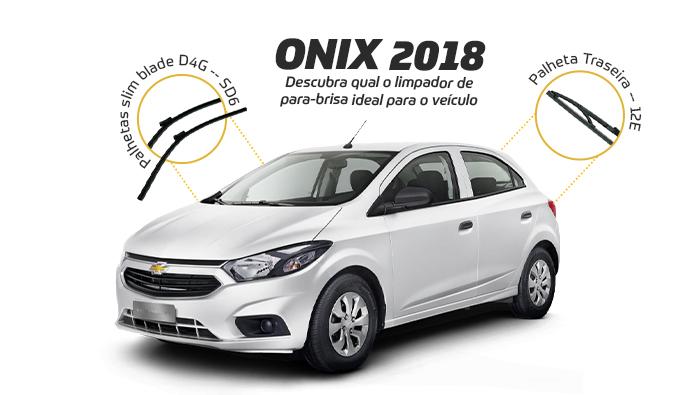 A imagem mostra um carro da Chevrolet, modelo Onix, ano 2018, da cor prata.